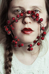 Artistic portrait with winter inspiration - INGF06168