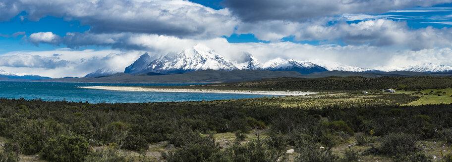 Chile, Patagonia, Magallanes y la Antartica Chilena Region, Torres del Paine National Park, Cuernos del Paine, Lago del Toro - AMF06165