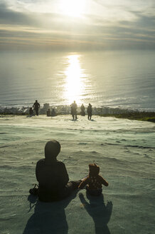 South Africa, Cape Town, tourists enjoying the sunset from Signal Hill - RUNF00181