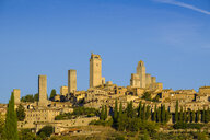 Italy, Tuscany, San Gimignano, cityview with gender towers in the morning light - LBF02175