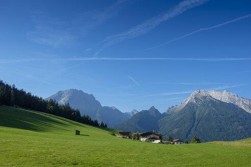 Germany, Bavaria, Berchtesgadener Land, Berchtesgaden Alps, Hochschwarzeck near Ramsau, Watzmann and Hochkalter in the background - LBF02196