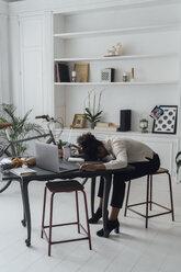 Tired freelancer sleeping on her deak - BOYF00940