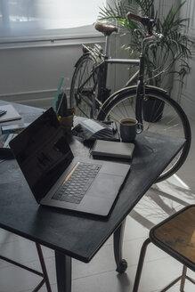 Modern workspace in a flat - BOYF00949