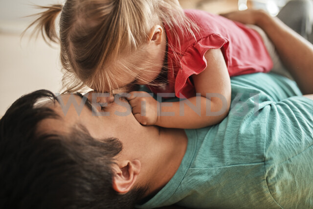 Father and little daughter cuddling together at home - ZEDF01762