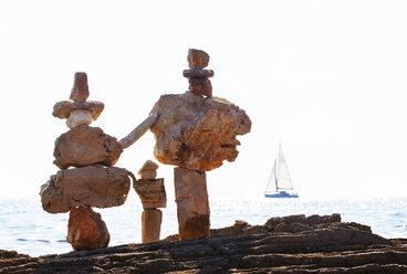 Croatia, Istria, Adriatic Sea, cairn, sailing boat - WWF04462