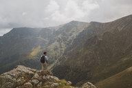 Bulgaria, Balkans, hiker on viewpoint - AFVF01947