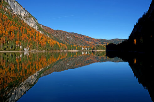 Scenic view of the lake and mountains under a clear blue sky - INGF07308