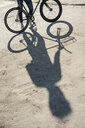 Close-up of man with commuter fixie bike on concrete slab - VPIF01068