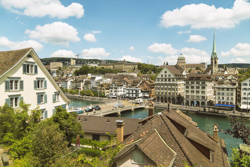 Cityscape with traditional buildings and bridge over river Limmat, Zurich, Switzerland - AURF07743