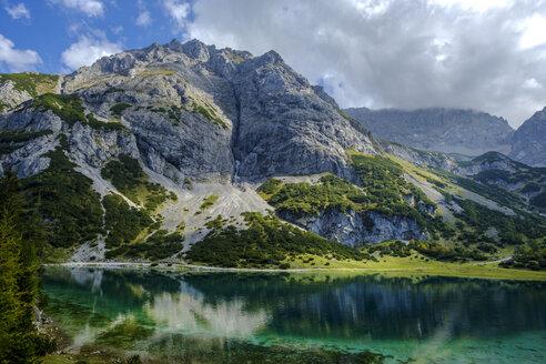 Austria, Tyrol, Wetterstein Mountains, Mieminger Kette, Ehrwald, Lake Seebensee and Vorderer Tajakopf - LBF02226