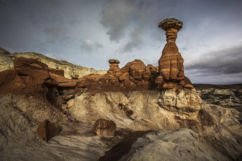 America, Arizona, Kanab, Pariia Rimrocks, Toadstool Hoodoos - FCF01652