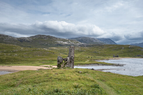 United Kingdom, Scotland, Sutherland, Ardvreck Castle at Loch Assynt - ELF01950