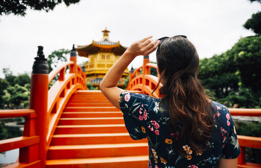 China, Hong Kong, Diamond Hill, Nan Lian Garden, Female tourist lookint at Golden Pavilion of Absolute Perfection - GEMF02531