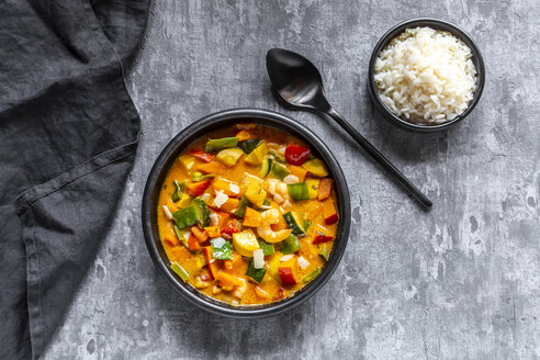 Curry dish, sweet potato curry, sugar pea, paprika, zucchini, coconut milk, shrimps and rice - SARF03972