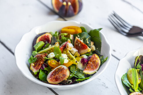 Mixed salad with fig, tomato, ham, cheese, pistachio - SARF03978