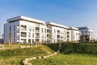 Germany, Baden-Wuerttemberg, Sindelfingen, Darmsheim, development area, modern multi-family house - WDF04860