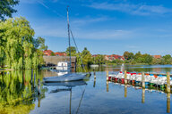 Germany, Mecklenburg-Western Pomerania, Zarrentin, Lauenburg Lakes Nature Park, Lake Schaalsee, sailing boat - FRF00766