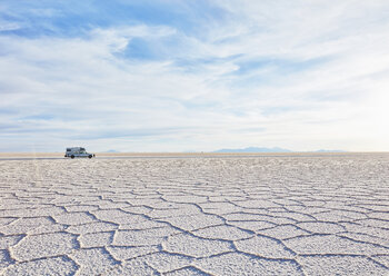 Bolivia, Salar de Uyuni, camper on salt lake - SSCF00016
