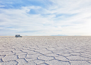 Bolivia, Salar de Uyuni, camper on salt lake - SSCF00016