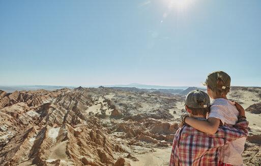 Chile, Valle de la Luna, San Pedro de Atacama, two boys looking at desert - SSCF00046