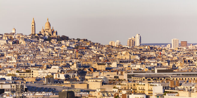 France, Paris, cityscape with Montmartre, Sacre Coeur church and residential buildings - WDF04879