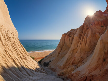 Portugal, Algarve, rock formations at the beach - LAF02175