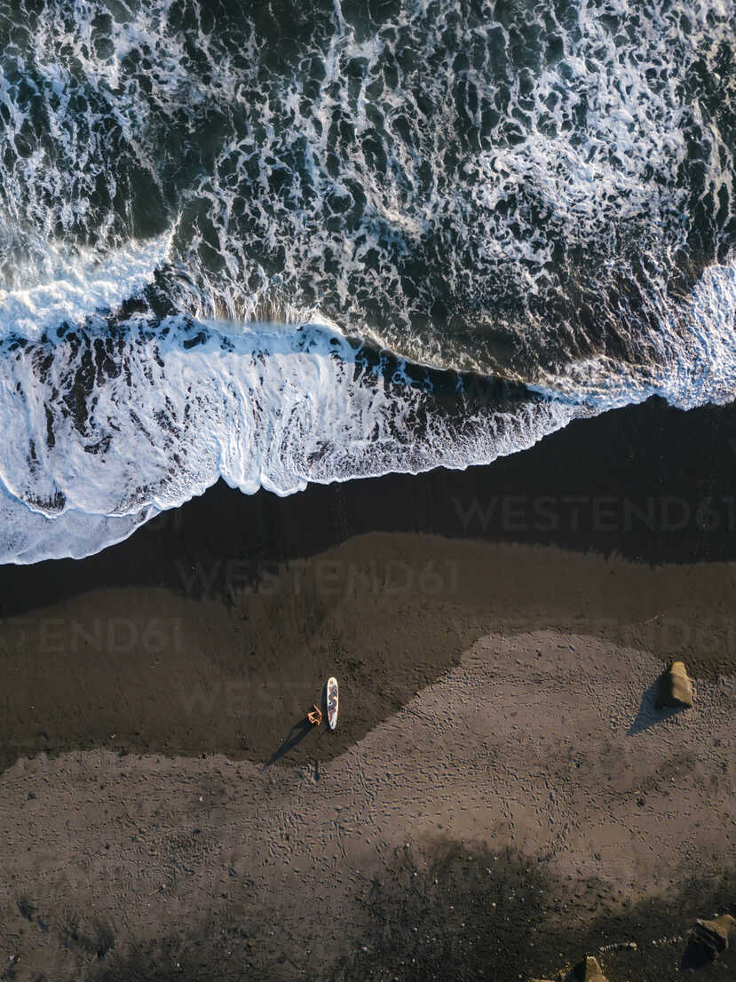 Indonesia, Bali, Aerial view of surfers at Balian beach - KNTF02351 - Konstantin Trubavin/Westend61