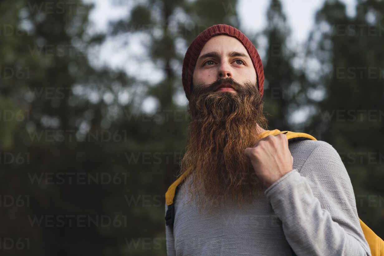 Portrait of bearded man in a forest - KKAF03003 - Kike Arnaiz/Westend61