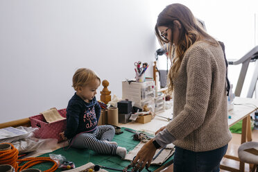 Mother with little daughter at home working with fashion accessories - JRFF02088