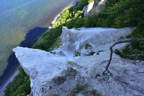 Germany, Ruegen, Jasmund National Park, chalk cliff Koenigsstuhl from above - FDF00279