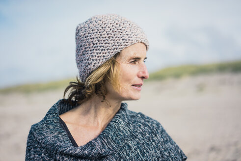Mature woman, wearing wolly hat, portrait - MOEF01630
