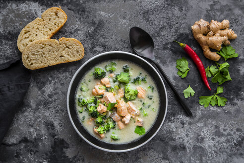 Cocos salmon soup, with broccoli, leek, coconut milk, parsley, chili pod, ginger and baguette - SARF03981