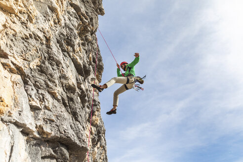 Italy, Cortina d'Ampezzo, man abseiling in the Dolomites mountains - WPEF01144