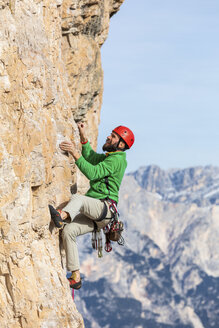 Italy, Cortina d'Ampezzo, man climbing in the Dolomites mountains - WPEF01150