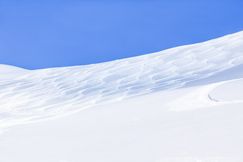 Austria, Saalbach-Hinterglemm, ski tracks in powder snow - MMAF00707