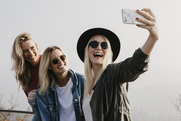 Three happy young women taking a selfie outdoors - LHPF00168