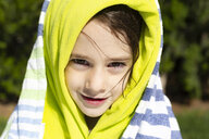 Portrait of little girl wrapped in clothes - ERRF00158