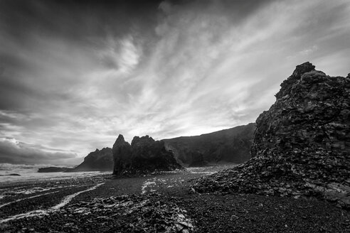 Black and white nature shot of a rocky landscape - INGF07912