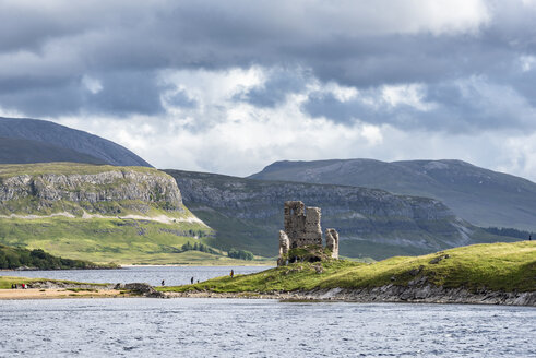 United Kingdom, Scotland, Scottish Highland, Sutherland, Ardvreck Castle and Loch Assynt - ELF01954