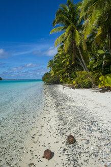 Cook Islands, Rarotonga, Aitutaki lagoon, white sand beach and palm beach - RUNF00289