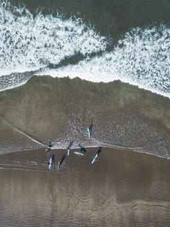 Indonesia, Bali, Kuta beach, surfers - KNTF02411
