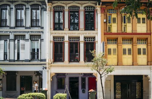 Singapore, colorful old houses in Chinatown - GEM02628