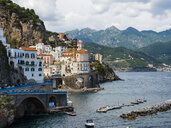 Italy, Amalfi, view to Amalfi Coast with the historic old town of Amalfi - AMF06345