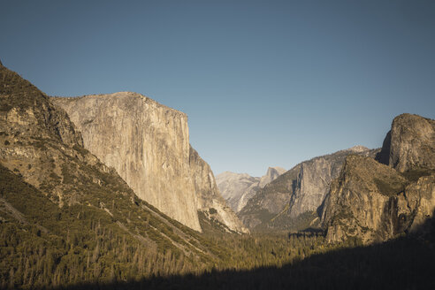 USA, California, Yosemite National Park, Tunnel View - KKAF03030