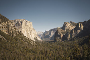 USA, California, Yosemite National Park, Tunnel View - KKAF03054