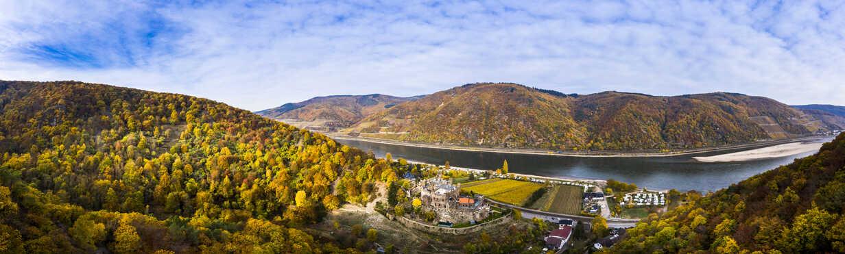 Germany, Rhineland-Palatinate, Trechtingshausen, View of Reichenstein Castle in autumn - AMF06358 - Martin Moxter/Westend61