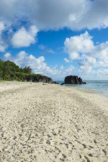 Cook islands, Rarotonga, Avarua, white sand beach - RUNF00304