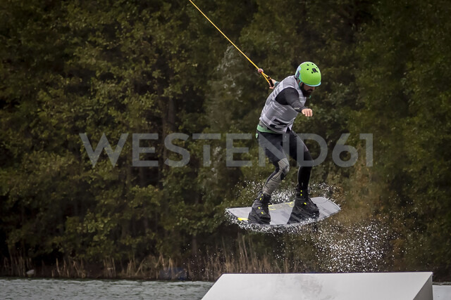 Man on wakeboard - NGF00491 - Nadine Ginzel/Westend61