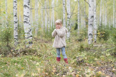 Blond girl playing Hide and Seek in a birch forest - PSIF00182