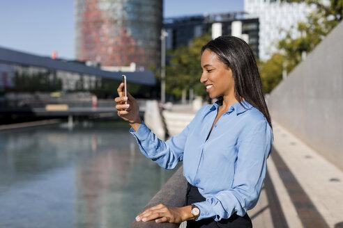 Businesswoman using smartphone - MAUF01838